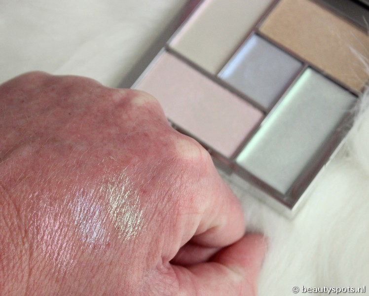 Sleek Distorted Dreams highlighting palette
